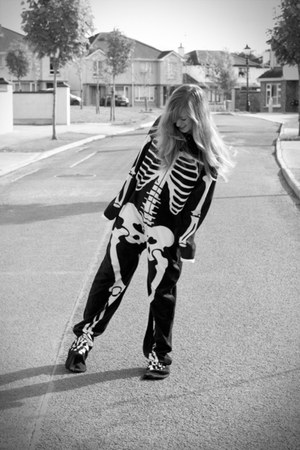 skeleton Pennys jumper