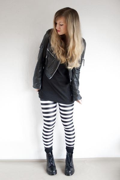striped Black Milk leggings - all black Dr Martens boots