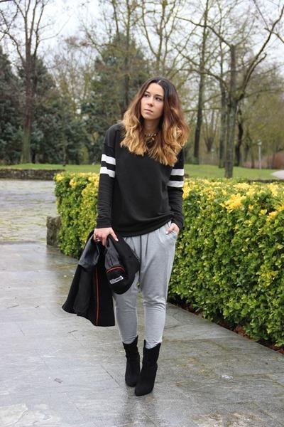 Mango boots - Zara sweatshirt