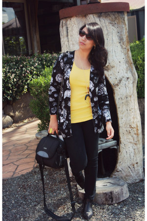 Prabal Gurung cardigan - Wittner boots - JBrand jeans - Ray Ban sunglasses
