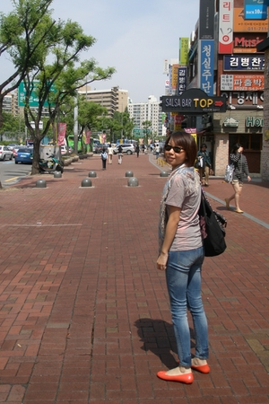 random from Seoul t-shirt - Uniqlo jeans - tory burch shoes - Ray Ban sunglasses