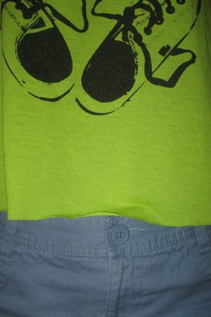 neon green no brand shirt - new cleats shoes - NET shorts - soccer socks socks