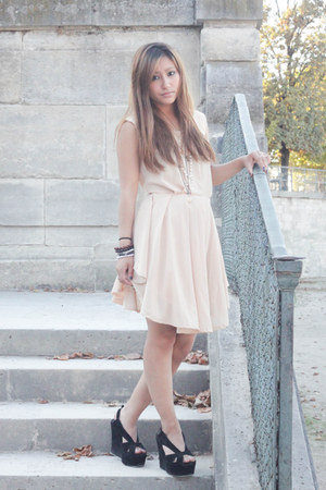 beige styleofsofia dress - black Jeffrey Campbell heels