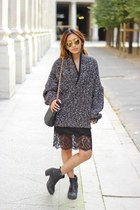 black lace Zara dress - gold round zeroUV sunglasses