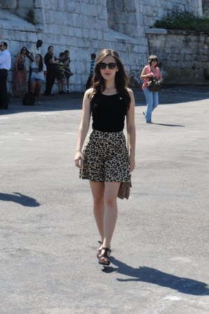 gold H&M skirt - black Ray Ban sunglasses - black Bershka top