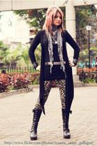 black boots - silver belt