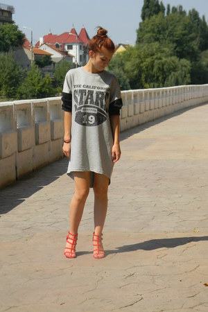 heather gray H&M dress - black H&M sunglasses - red Stradivarius heels
