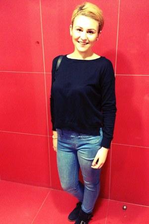blue pull&bear jeans - black Bershka blouse