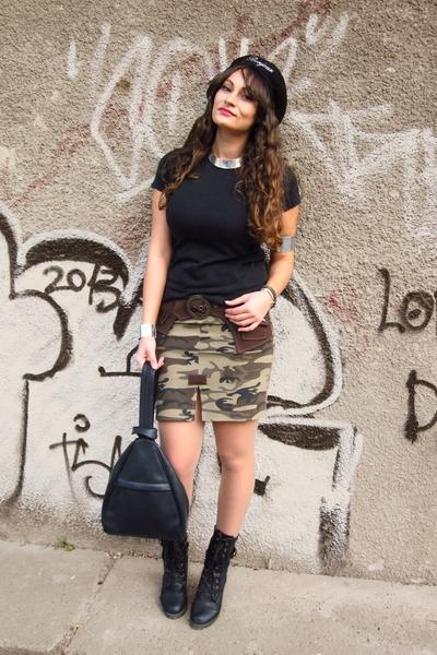 black Lovelyshoes boots - black beret Front Row Shop hat