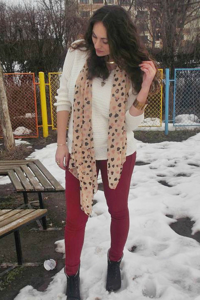 light pink heart print Ebay scarf - maroon Bershka jeans