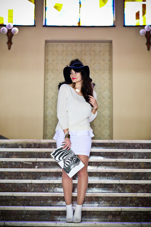 white H&M boots - black Eozy hat - ivory no name sweater - white Bershka bag
