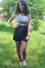 Black-high-waisted-thrifted-shorts-beige-oxford-shoes-black-microfiber-shirt