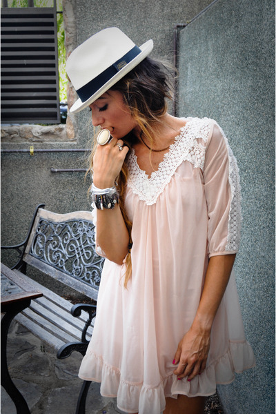 Panama hat - pink Topshopop dress - Las Dalias hippie market accessories