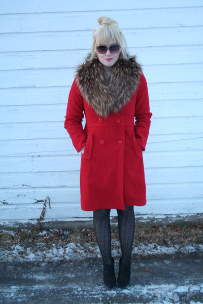 red bitten coat - Forever 21 sunglasses - faux fur H&M accessories