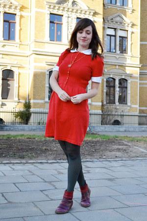 red kling dress