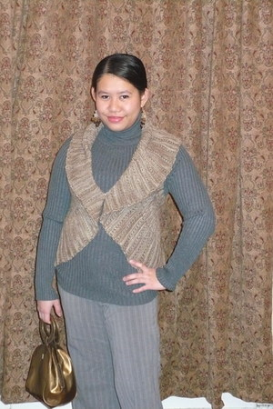light brown knitted cotton kohls vest - charcoal gray cotton kohls sweatshirt