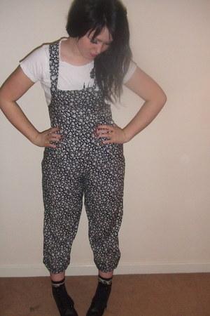 camel hm leopard print socks - white sister-vintage t-shirt - navy sister-vintag