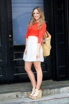red free people shirt - camel Gap bag - white Zara skirt - off white Nine West w