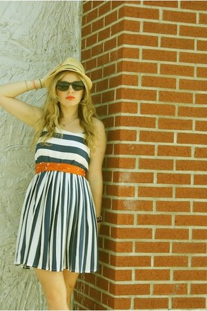 navy modcloth dress - beige thrifted hat