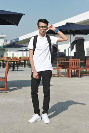 black Herschel bag - white H&M shirt - black Forever 21 pants