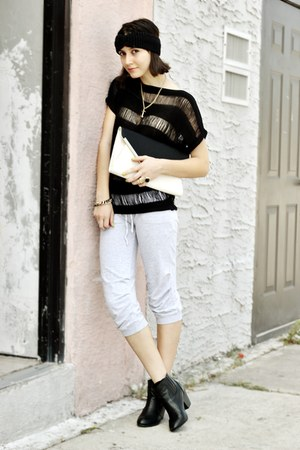 black top - ivory bag - gold necklace