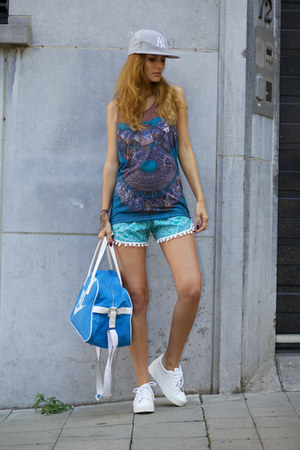 DressLink shorts - From Brussels with Love top - Kitsch earrings