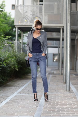 Lookbook Store coat - Soorty jeans - monique lhuillier heels
