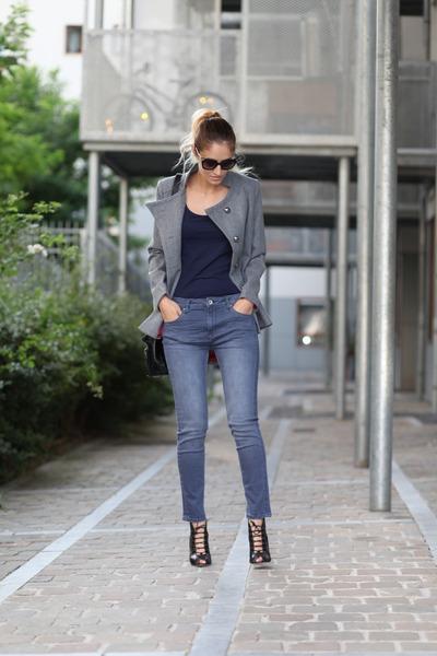 Lookbook Store coat - Soorty jeans - monique lhuillier heels