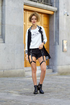 Tiny Deal jacket - Tiny Deal sweater - style moi shorts - Kitsch accessories