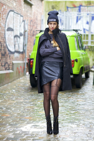 PERSUNMALL coat - Fiore tights - Udobuy skirt