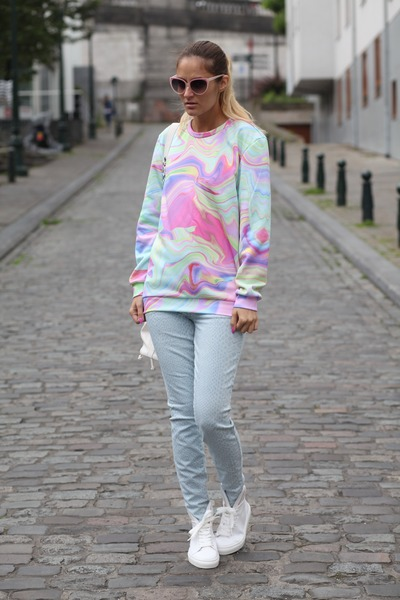 Mr GUGU& Miss GO sweatshirt - minna parikka sneakers