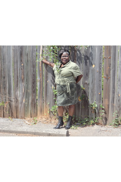 army green army style Fashion Bug skirt - black lace up  zip up George boots