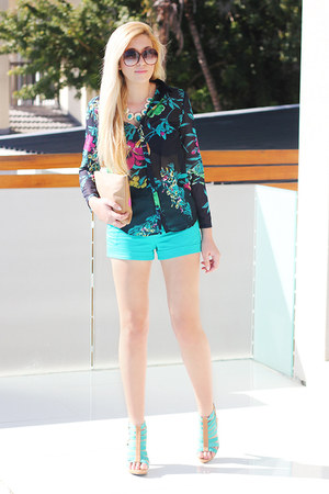 turquoise blue Forever New shorts - black floral Zara shirt