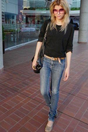 black - blue BB jeans - gef t-shirt - gold Regina leggings - red glasses - brown