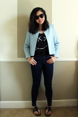 black tank top - blue jeans - light blue crepe cropped jacket - black sandals