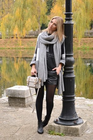 black Bershka boots - heather gray knitted Zara scarf