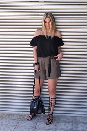black bucket bag Zara bag - olive green high waisted Zara shorts