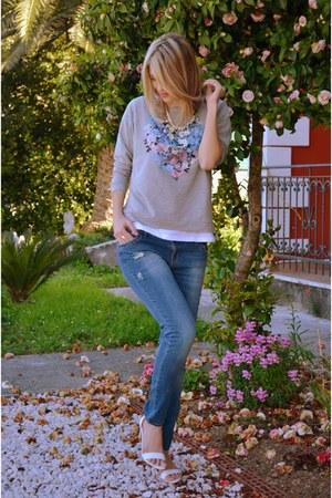 white Bershka heels - Stradivarius jeans