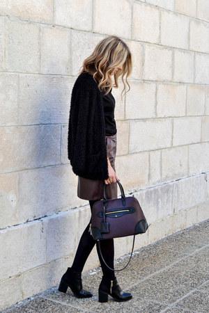 black ankle boots Stradivarius boots - crimson city bag Zara bag
