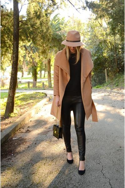 camel Sheinside coat - camel fedora Stradivarius hat
