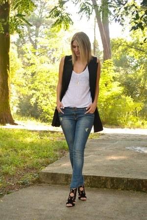 skinny jeans Stradivarius jeans - white Zara top - black Sheinside vest