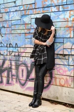 black biker new look boots - black sleeveless Sheinside coat