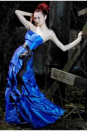 blue arias dress
