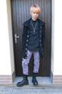 Black-invader-boots-black-new-yorker-coat-silver-floral-print-gate-jeans