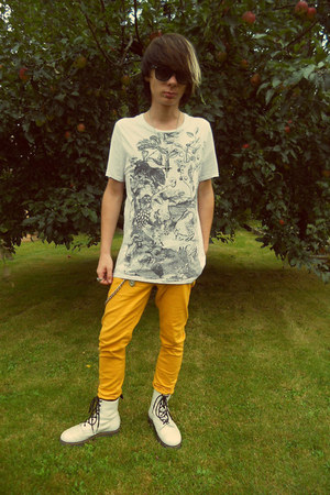 white H&amp;M t-shirt - white humanic boots - mustard New Yorker jeans