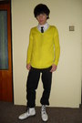 White-humanic-boots-black-levis-jeans-yellow-new-yorker-sweater
