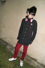 White-montreal-shoes-black-new-yorker-jacket-red-gate-pants