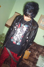 Black-invader-boots-black-vintage-jacket-black-gate-t-shirt