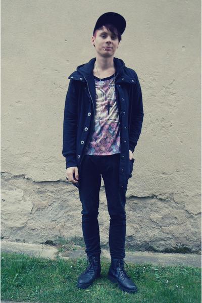 black Denim Co jeans - black snapback etnies hat - black New Yorker jacket