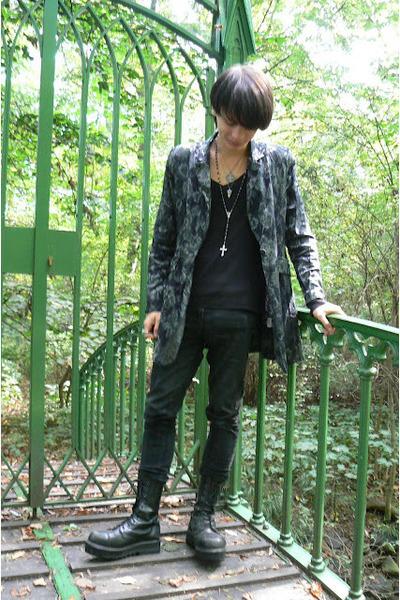 black Invader boots - heather gray thrifted coat - black Denim Co jeans